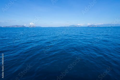 Fotobehang Zee / Oceaan Sea surface with waves and blue sky