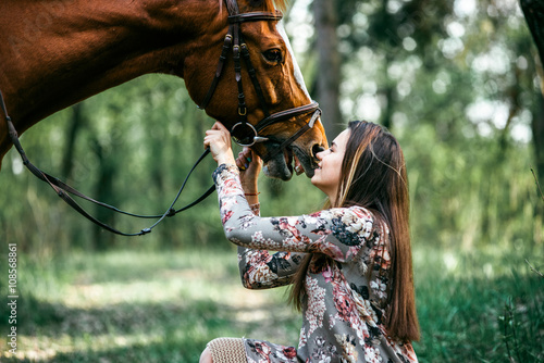 Photo  girl and horse