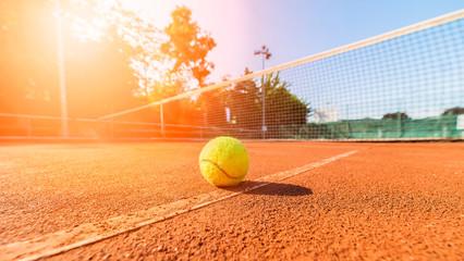 Fototapeta close-up tennis ball and net on court