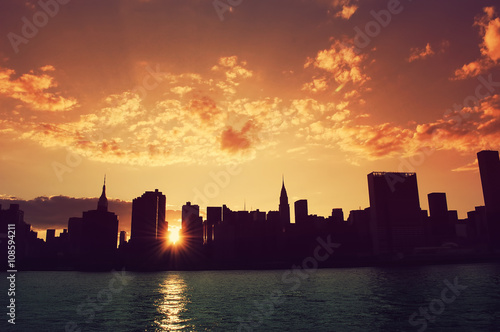 Staande foto India Manhattan, New York City skyline at sunset. View from Long Island City. Urban living, real estate, architecture, travel, career, night life and transportation concept