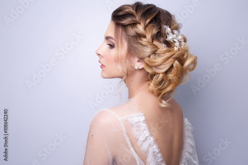 Foto auf Leinwand Friseur beautiful woman bride with tiara on head on bright background , copy space.