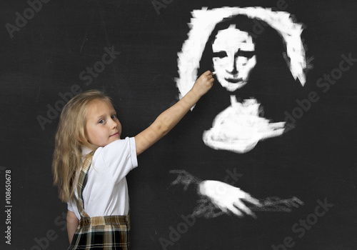 junior schoolgirl with blonde hair drawing and painting with chalk La Gioconda a Fototapet