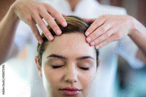 Obraz na plátně  Woman receiving a head massage