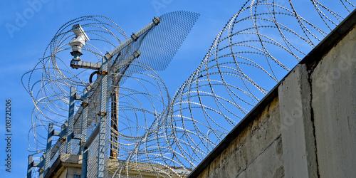 Stacheldraht, Grenze, Gefängnis - Buy this stock photo and explore ...