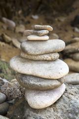 Fototapeta na wymiar Steinpyramide zur Meditation