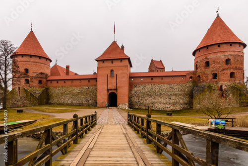 Spoed Foto op Canvas Zuid-Amerika land Trakai Castle in winter - Island castle in Trakai is one of the most popular tourist destinations in Lithuania, houses a museum and a cultural centre.
