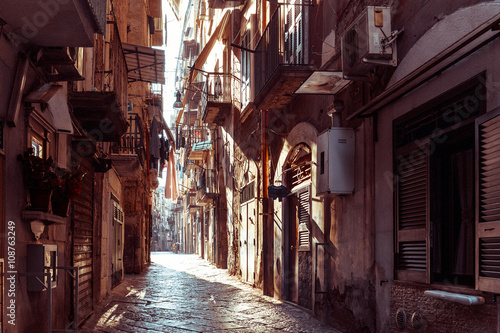 Photo Stands Narrow alley Street view of old town in Naples city, italy Europe
