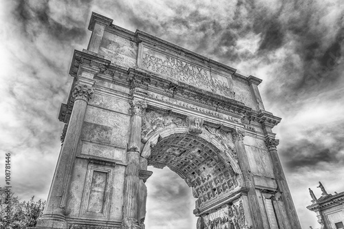 Fotomural The iconic Arch of Titus in the Roman Forum, Rome