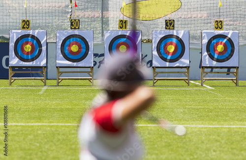 Fotomural Recurve bow archery on target