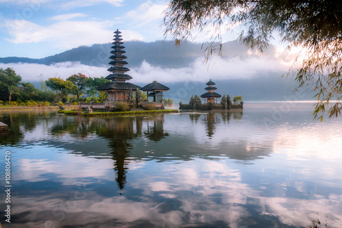 Tuinposter Donkerblauw View od a Temple at Bali Indonesia