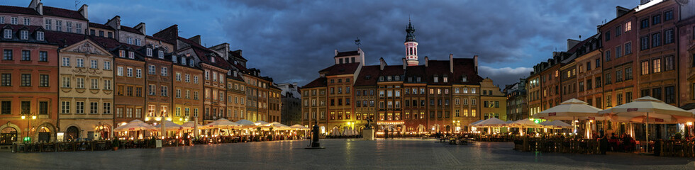 Fototapeta Panorama of the Old Town Square in Warsaw at night