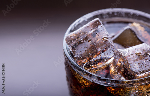 Photo Close up on a soft drink with ice