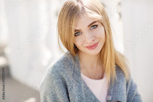 10 Best Eyeshadows For Blue Eyes Flattering Makeup Colors. Blonde Dakota Fanning