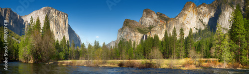 Yosemite valley and merced river Wallpaper Mural