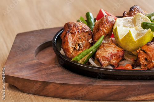 Foto op Aluminium Klaar gerecht Food grilled chicken pieces on a dish