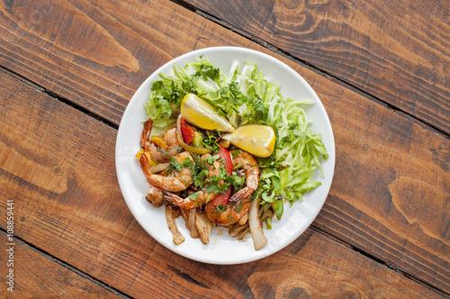 Deurstickers Klaar gerecht King prawns dish with salad