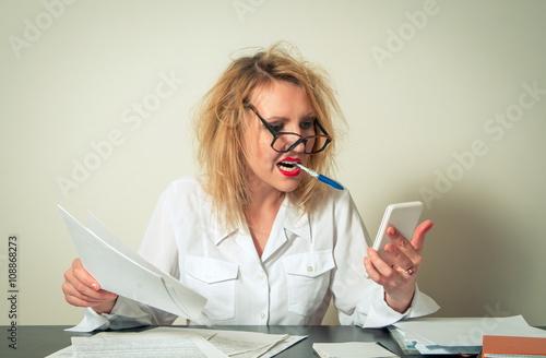 Fotografía  busy business woman having troubles