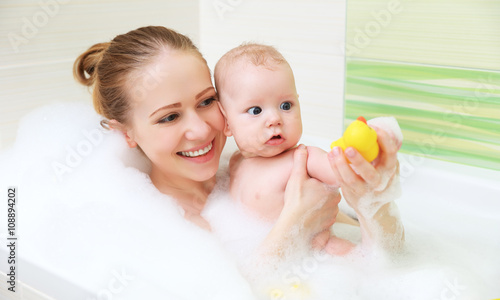 Stampa su Tela bathing in bath with foam mother together baby son