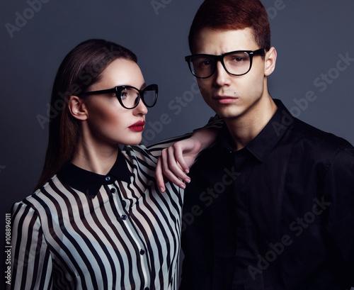 Photo  Eyewear concept. Portrait of gorgeous fashion couple in black cl