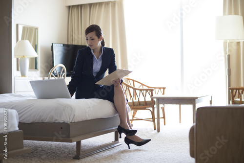 Valokuva  Women are working in the personal computer in the hotel's business trip destinat