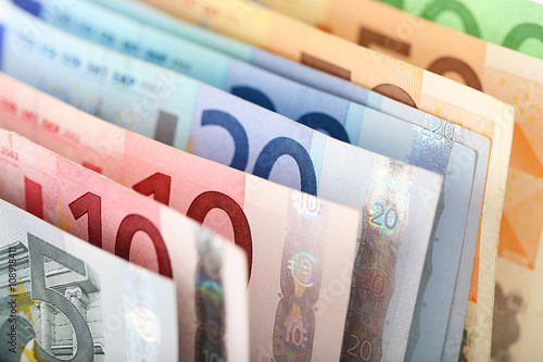 Stampa su Tela  Set of different euro banknotes, background