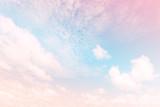 Niebo z gradientem pastelowym kolorze - 108927070