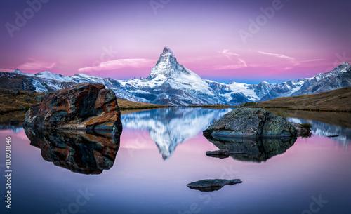 Stellisee und Matterhorn in den Schweizer Alpen bei Zermatt, Schweiz Canvas Print