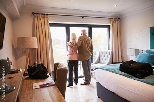 Fotografía  Senior Couple Arriving In Hotel Room On Vacation