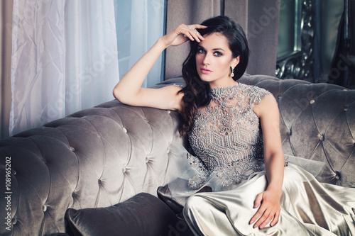 Valokuva Glamorous Fashion Model Woman in Celebrity Interior