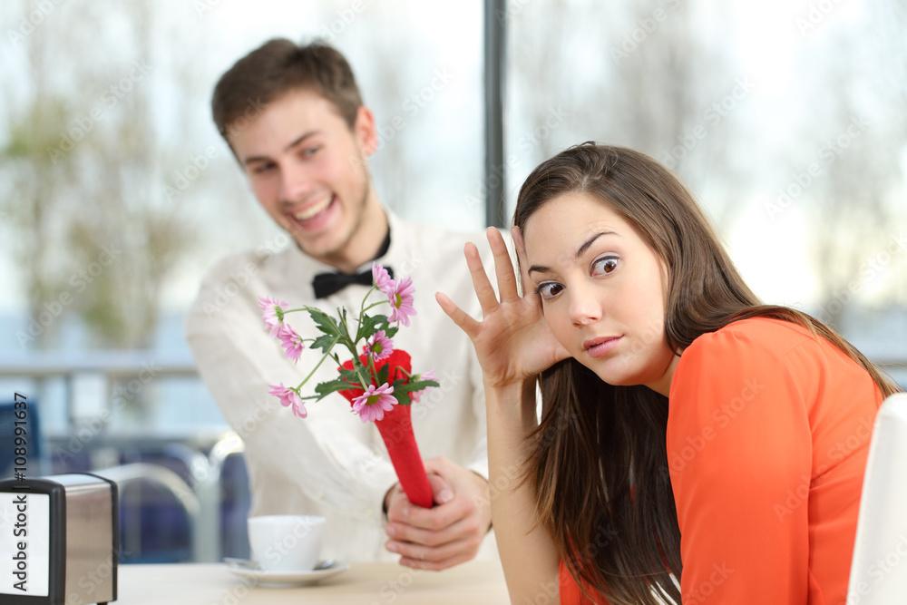 Fototapety, obrazy: Woman rejecting a geek boy in a blind date
