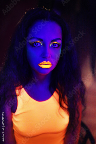 Photo  Neon Art Makeup
