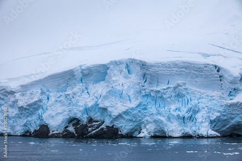 Papiers peints Arctique Small part of the blue larger iceberg in ocean, Antarctica