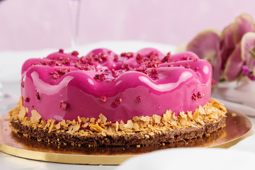 Fototapeta Do gastronomi Pink glazed european cake