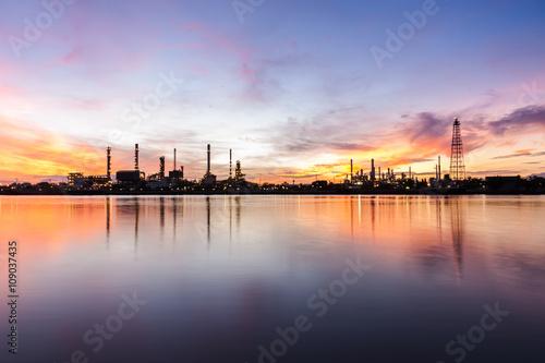 Poster de jardin Paris oil refinery industry plant along twilight morning