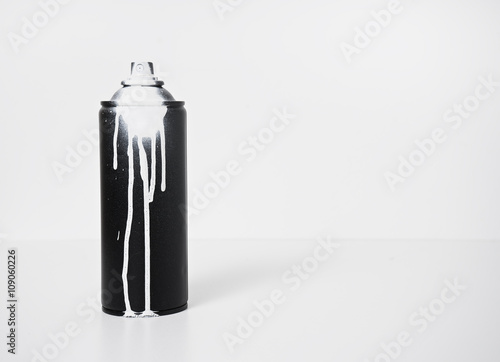 Photo  black and white spray paint bottle