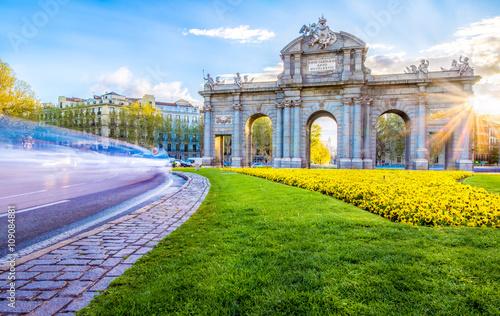 Spoed Fotobehang Madrid The Alcala Door