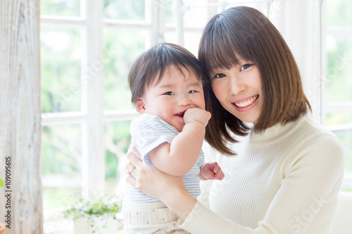 Fotografía  portrait of young asian family lifestyle image