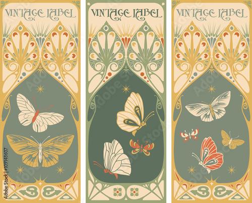 Papillons dans Grunge Vintage labels: butterfly vector