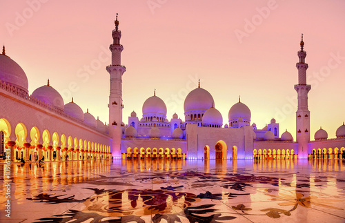 Poster Abou Dabi Sheikh Zayed Grand Mosque at dusk in Abu Dhabi, UAE