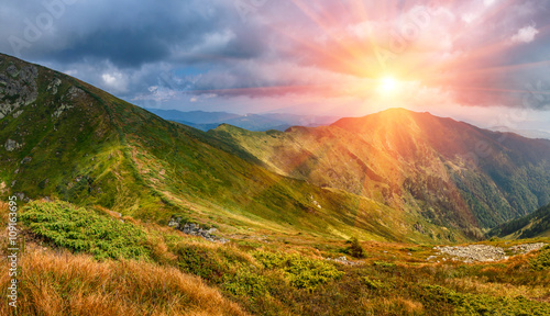 Foto auf Gartenposter Hugel View of panoramic mountains landscape of a rocky cliffs and green hills.