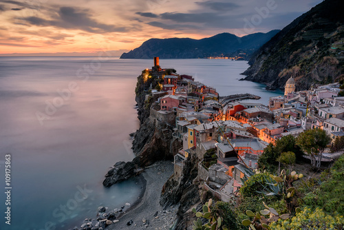Foto auf AluDibond Ligurien A wonderful aerial view of Vernazza village at sunset. Vernazza is one of the five villages of Cinque Terre (five lands) in Liguria, Italy. Long exposure effect