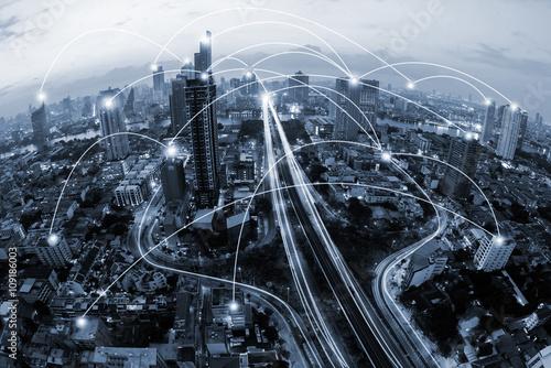 Fotografia  blue tone city scape and network connection concept