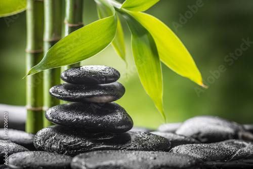 zen-kamienie-bazaltowe-i-bambus