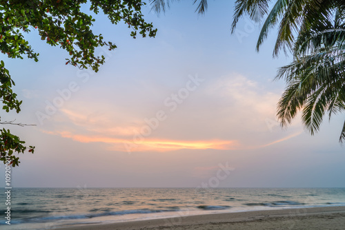 Spoed Foto op Canvas Caraïben Sunset with Palm trees silhouette in Chang island or Koh Chang,