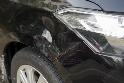 Fotografie, Obraz  Car hit tree
