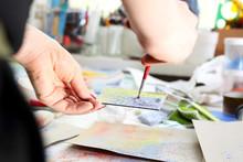 Pracownia Ceramiki, Malowanie Na Płytce Ceramicznej.