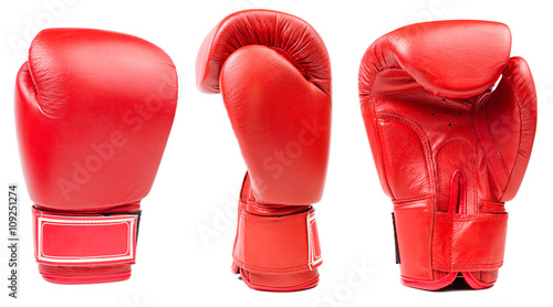 Fotografija  Red leather boxing glove isolated