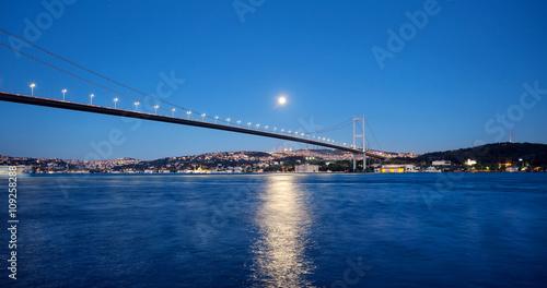 Fotografia  Bosphorus Bridge at night