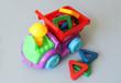 Грузовик с цветными фигурами