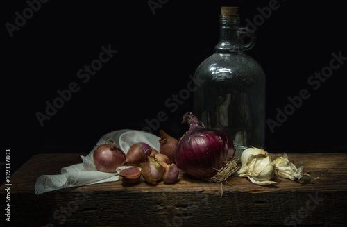 Pinturas sobre lienzo  Still life with a glass bottle